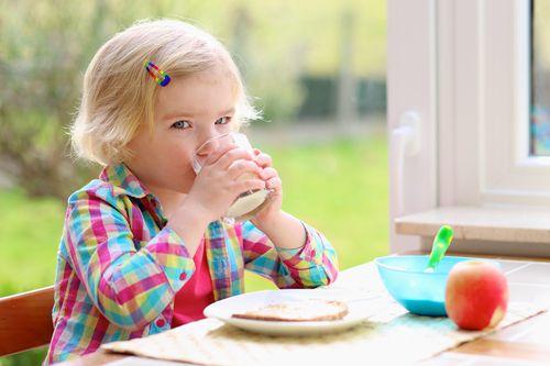 Їжа не про запас: продукти, які не можна давати на сніданок дитині