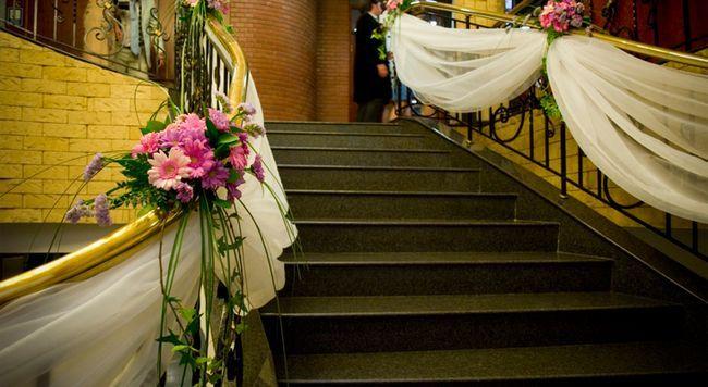 Декор сходи для весілля