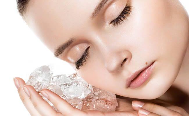 Масаж шкіри обличчя і шиї косметичним льодом