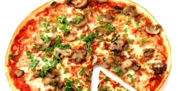 Смачна випічка: піца з куркою і грибами